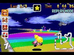 Aquí tenemos a Peach pasándolo mal en Rainbow Road.